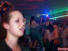 Két leszbikus szeretné folytatni az éjszakai szórakozást xxx videok ingyen a klubban, valamint egy lány otthonának látogatását, hogy kipróbáljon néhány szexuális játékot. Részeg alkohol előtti napokban Csókolózás leszbikusok, amelyek egyre szókimondó, szépség kezdett simogatni minden mell, simán mozog a hüvely nedves őket. Egy lány barna hajú visel harisnyát, Neccharisnya nyalogatja a vagina barátja, hogy az utolsó csepp szeretkezni vele. Új játék a tökéletes kombináció játszani homoszexuális emberek változ