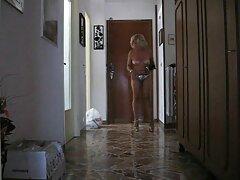Egy orosz férfi, aki találékonyságot mutat, egy papírlapban írta, hogy valóban szüksége van egy lányra, hogy szexeljen, akivel a város közepén emberré vált. Az a gondolat, hogy még mindig kudarcot vall, éppen abban a pillanatban egy lány közeledett hozzá, ami szintén nem fél, hogy szórakozzon egy idegen mellett. Ne hagyja ki egy percig, a pár azonnal elment a házába,és ott állt a konyhában, a ló szült a kölykök, hogy őt. Baba értékelik a hatalom egy új ember, akar hazudni, kalap, Fétis, egységes, ő egy nagy