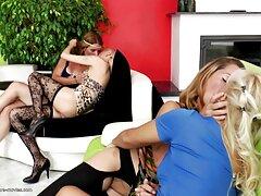 A fekete hajú lány vékony, kis mellekkel, úgy tűnik, hogy soha nem veszi a hüvelyt a kamera előtt, mert zavarosnak tűnt, szinte teljesen kenőanyag az intim. Ül egy széken, csirkecomb bátor tőle feszített, a sovány széles, mint lehetséges, majd tegye a kezét, hogy Punci a haj családi szexvideok tele intimitás, elkezdett aktívan matat a mágia. A szamár nyögött szeszélyes 18 éves lány próbál tenni az ujjait, hogy a csúcs az orgazmus.