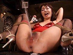 Miután a make-up, majd megtisztítja magát, mielőtt egy dátum, Erika Korti úgy dönt, hogy ellenőrizze a punci tele pihe ilyen tevékenységek. Minden lyuk lány, hogy készen áll, hogy megfeleljen a szeretője. Távolítsa el a ruhát egy gyönyörű, hátradőlve a székben, a lábakban. mature szexvideók Ló Szőrös, Kis Mellek nagyon szép. Miután az ujjait a hüvelyébe törte, Erika nem tud megállni. Ő tartja a punci ajkait a kezével, az ujjaival Hétfő, maszturbál neki, majd mélyebben behatolnak a hüvelybe nedves.