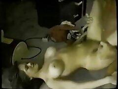 Egy Szőke Érett Gyönyörű fekete veszi a csirkét egy fiatal férfi a nadrágját, ingyenes sexfilmek majd elkezdte, hogy azt a szájába az ő tevékenysége Nyalás, hogy milyen képzett késsel játszani minden oldalról. Nyilvánvaló, hogy ezen a ponton az embert teljesen stimulálták, mert valójában egy fiatal szőke lány, nagy természetes mellekkel. Miután a szex teljes szenvedély, szőke orosz, baszik a hüvely nedves.