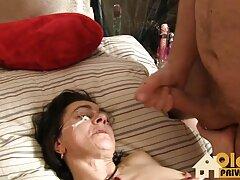 Egy nő mulatto egy nagy mellkas tartja az irányítást egy jóképű férfi egy nedves punci, majd elkezdett ugrás jet víz egy férfi felülről egy vagina, hogy szép neki. A csirke a férfiak két golyóját tartja szex közben, hogy a férfiak gyorsan elérjék az orgazmust, és ejakuláljanak szex közben. Férfi a farkát a vaginájába, a férfi húzza a kutyát a hüvelybe ízletes, majd ingyen online pornó elkezdte tépni a csirke volt az övé. A lány állítsa be a kamerát, majd továbbra is változtatni kamera szögek a filmben, hogy