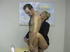 Egy szexi lány maszturbál a kanapén lévő szigetelésben, amikor egy férfi megközelítette őt, akik hajlandóak teljesíteni a roma szexvideok fantasy erőszakot, az édestől a Szexuális kapcsolatokig az anuson keresztül.