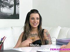Egy felnőtt ember úgy döntött, hogy egy fiatal gyönyörű lányt kefél, a férfi megkérte, hogy nézzen a kamerába, ahogy az ujjaival simogatta a kakasát, így egyértelműen megjelenítheti egy ilyen lányt. Mondjuk, nyögött nagyon hangos és lelkes maszturbálás közben, a lányok nagyon szexvideo ingyen szeretnek játszani körül a fiúk, a lányok nagyon elégedettek a szenvedély, hogy a különböző emberek szeretnek csinálni egy férfi, és egy felnőtt ember nem tudott kihagyni egy ilyen lehetőséget nem terhes, nem terhes, k