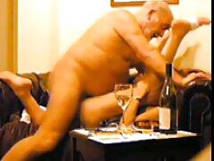 Nézze meg a Lovelace online pornó videókat forgassa el a kört a Seggcsavar alá, tele hússal, vagy töltse le ingyenesen a sexvideo ingyen telefonjára olyan minőségben, amely nagyszerű.