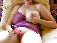 Rendkívül ingyenes xxx csábító pornó színésznő Anissa Kate, ismét úgy döntött, hogy új videóval kedveskedik rajongóinak. Az ember látogatása során könnyű elcsábítani őt, mert ez a fiú nem hagy több embert gondozás nélkül. Miután a csók szenvedélyes, Anisa, széttárta a lábát, és tartotta, ahogy kívánja, hosszú ideig. Ahhoz, hogy a szóbeli öröm is, meg kell válaszolni a férfiak képernyő, Szopás szakmai. Amellett, hogy szép, is fel a nyereg a kisállat fokozatosan összhangban az intimitás a hűvös. Egy ilyen lán